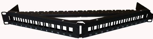 "Panel de conexión angulado de 24 puertos con forma de ""V"""