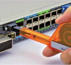 Sistema de limpieza one-click para conectores MPO / MTP