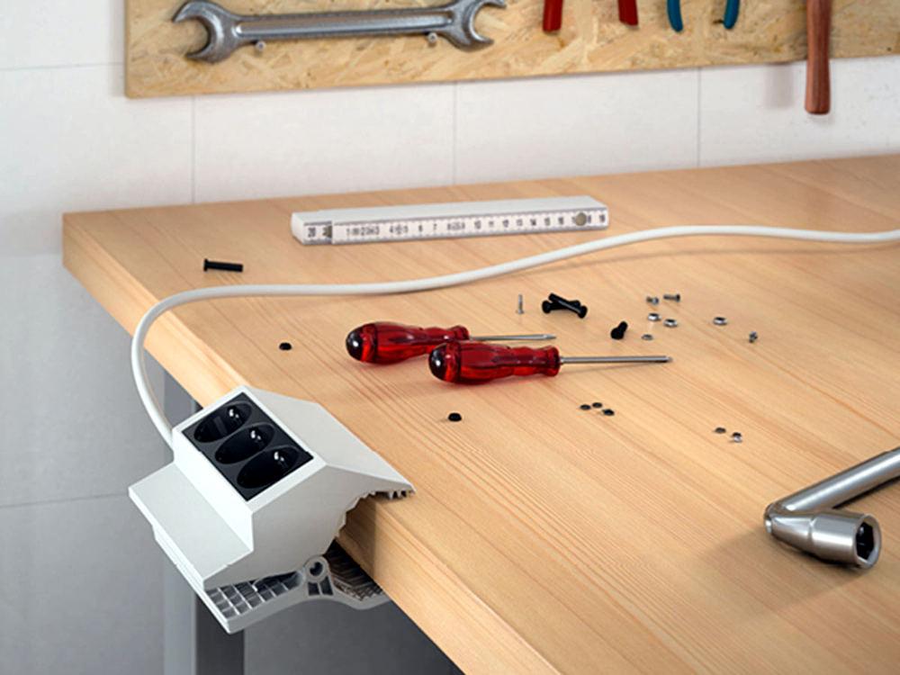 Regleta de enchufes tipo pinza para mesas de trabajo, garajes y talleres de bricolaje