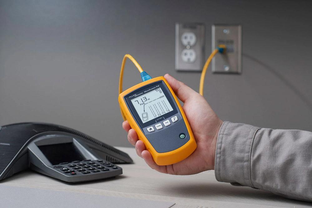 Verificadores de cableado de cobre de Ethernet industrial e inyectores PoE