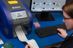 Impresora de etiquetas industriales de alta precisión para cables y paneles
